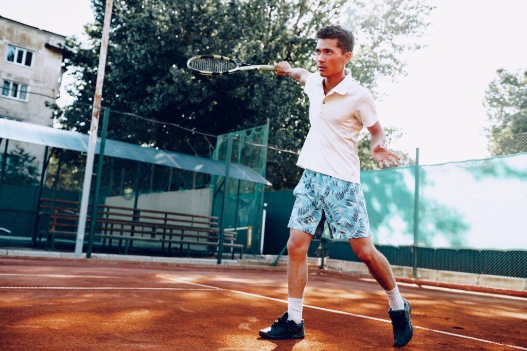 joueur de tennis sur le court