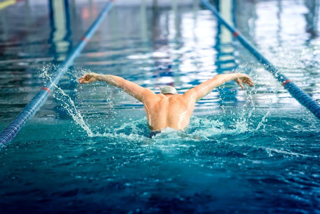 nageur en compétition sportive