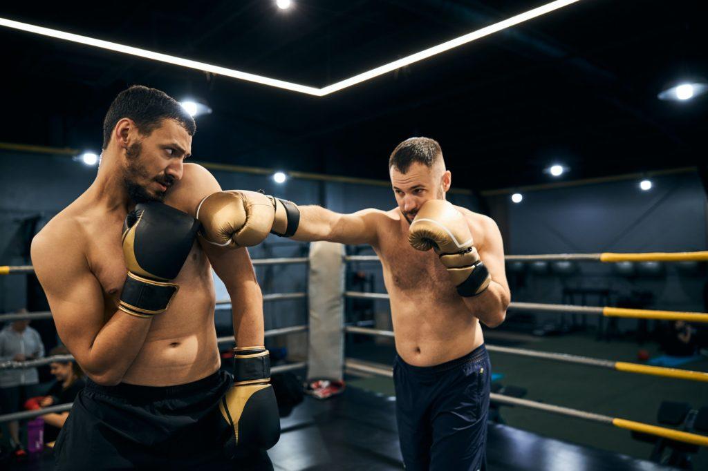 boxeur apeuré et stressé sur le ring